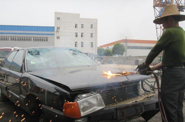 路上僵尸车那么多,为什么车主宁愿放着,也不拉去报废?