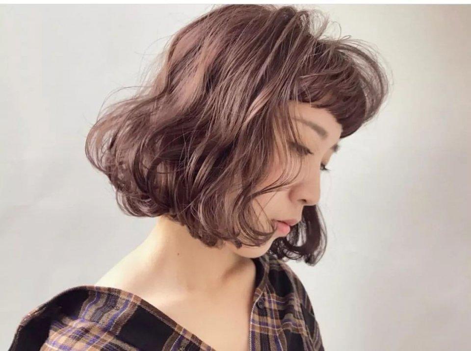 """发型决定颜值,初春""""短烫卷""""一不小心38变18"""