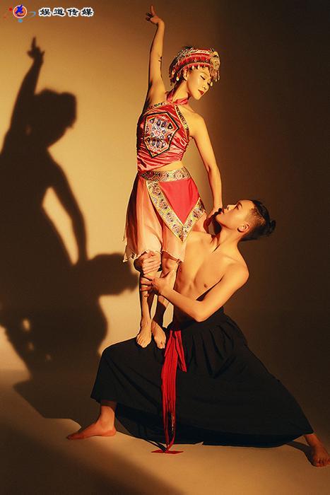 中国舞蹈家夏冰:舞动山之雄魂水之神韵