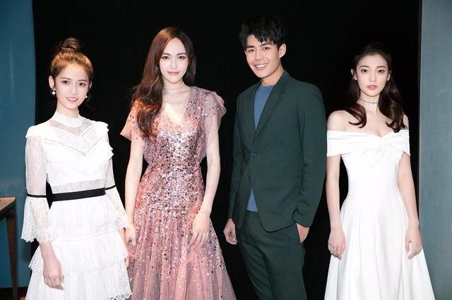 唐嫣与首签艺人陈钰琪合影,网友:光看脸真的很普通!