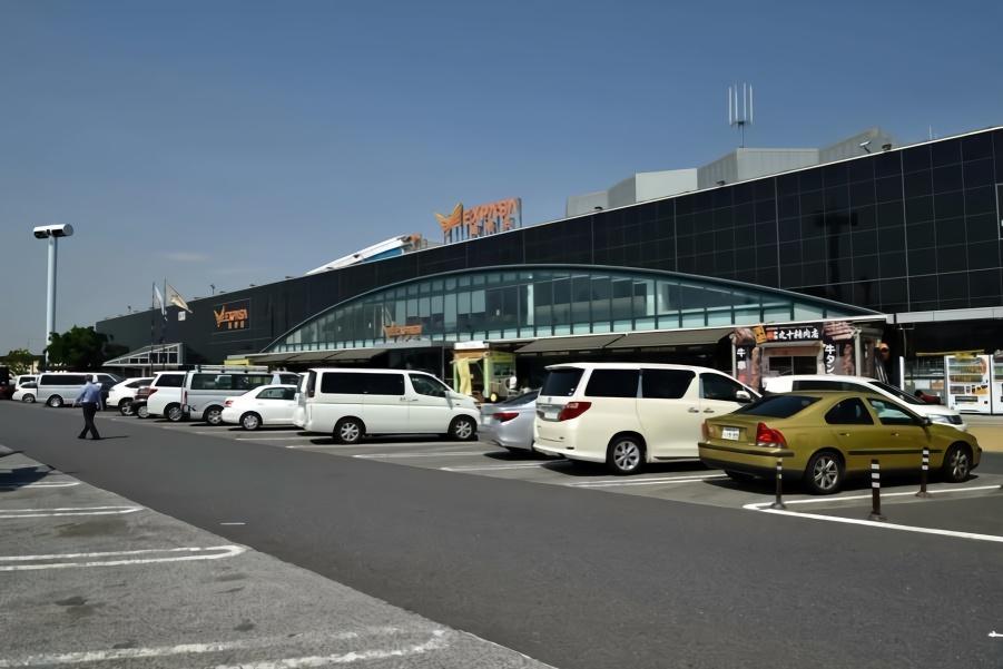 """日本高速服务区是什么样子的?网友:简直是""""驾驶的天堂""""!"""