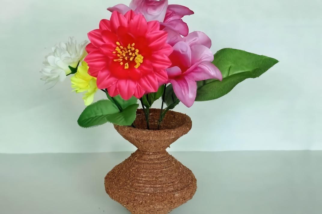 旧报纸不要扔,教你和树根碎一起diy复古范花瓶,创意生活!
