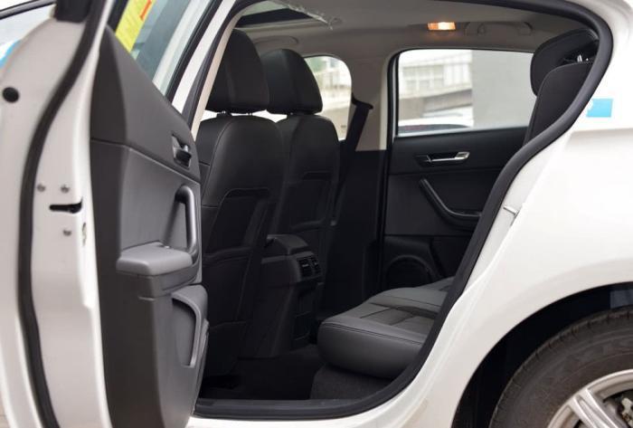 为何稍微懂车的人不考虑SUV?维修师傅忠告:这三个缺点不能忍