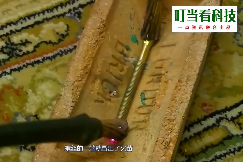 用大电流通过铁扳手,扳手融化了,铜线为什么毫发无损?图片