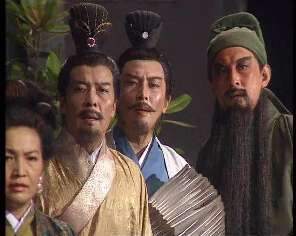 """乡村旅游网:94版《三国演义》""""刘备""""电瓶车充电致家中失火"""