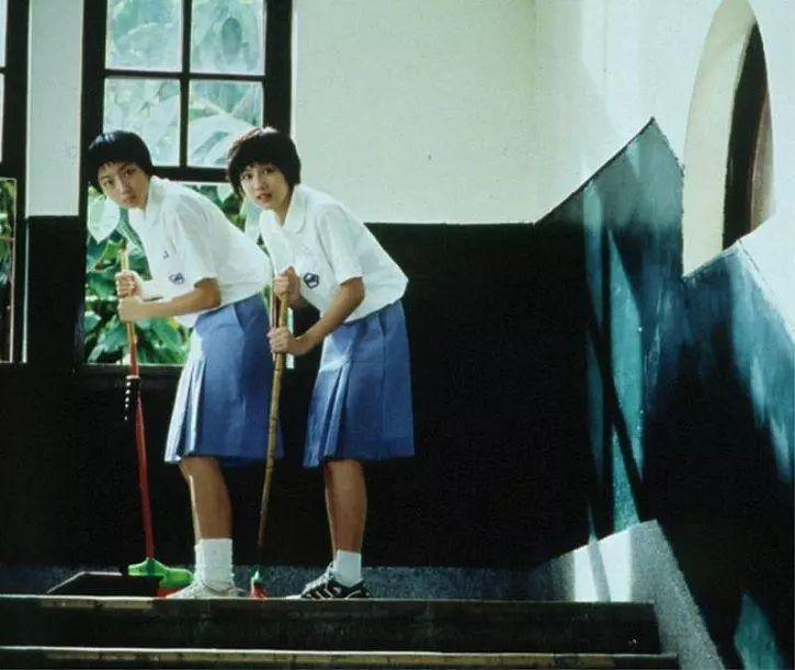 寝室 走廊 国货 歌星 宿舍楼 照片 垃圾 晚会 蓝色大门 妹子 主办方 男孩子 哥们 学校 牌子 ...