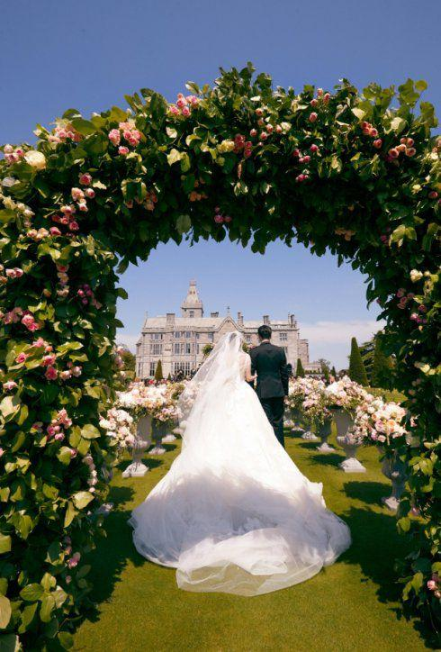 当司仪上热搜,抢到新娘捧花,马思纯成张若昕唐艺昕结婚的大赢家
