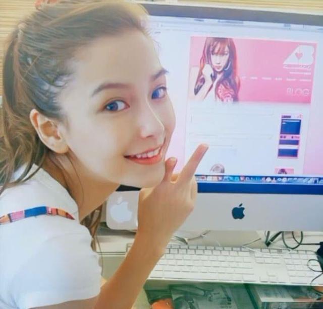 杨颖baby18岁广告代言照曝光,五官清秀满脸胶原蛋白