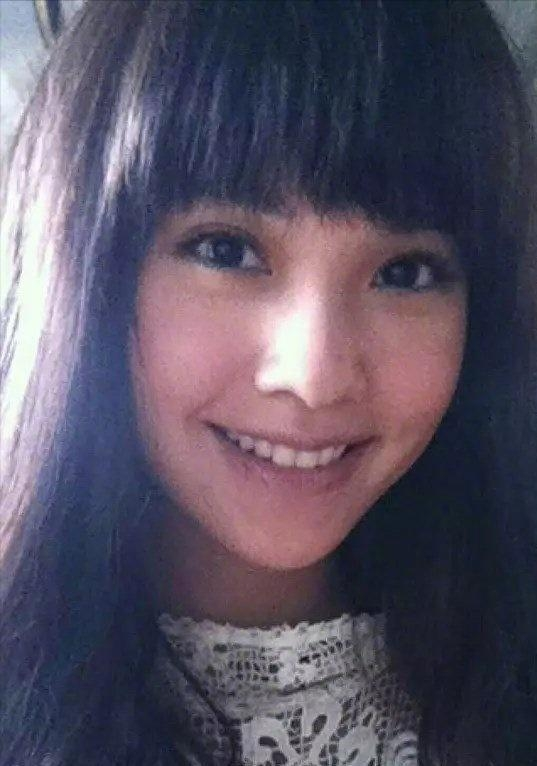 不过杨丞琳大概很是喜欢齐刘海吧,一直都是这个发型.图片