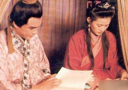 旧版水浒传吻戏_《水浒传》中的潘金莲说,与李强拍吻戏,竟然眼泪都要