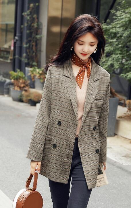 万达娱乐注册:中韩女星都爱穿的格纹西服搭