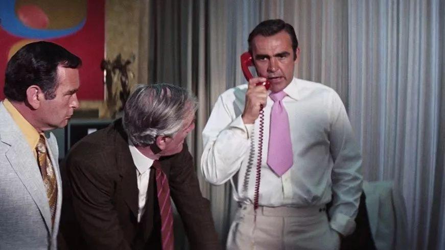 告诉你如何get「007」的穿搭风格_凤凰时尚