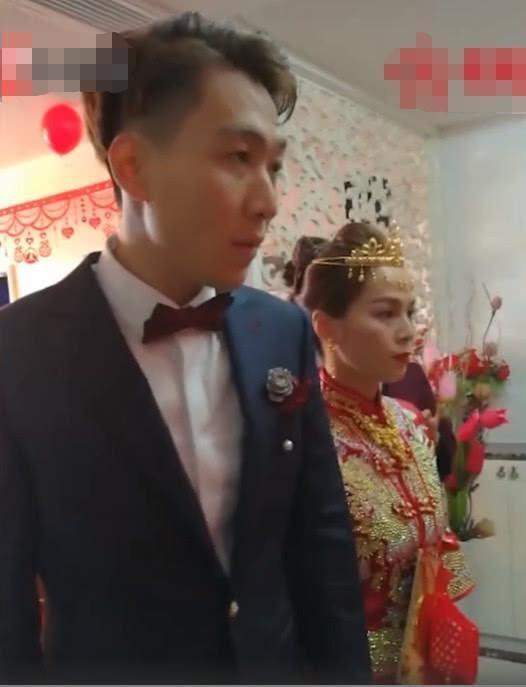 恭喜!中国蹦床世界冠军黄珊汕大婚,身穿中式嫁衣美出新高度