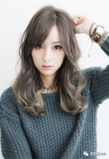 非常好看的中长烫发发型短头发背影动漫女孩图片