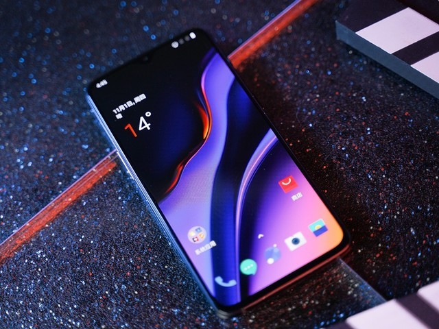 一加手机6T 荣获2018年度科技优秀产品奖