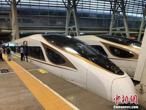 资料图:复兴号动车组在京津城际铁路按照时速350时速达速运行。冷昊阳摄