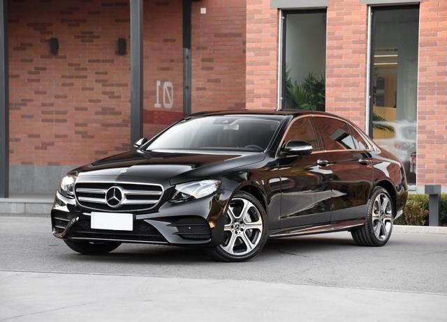 这款豪华车动力比奔驰E级还强?到底该选谁?
