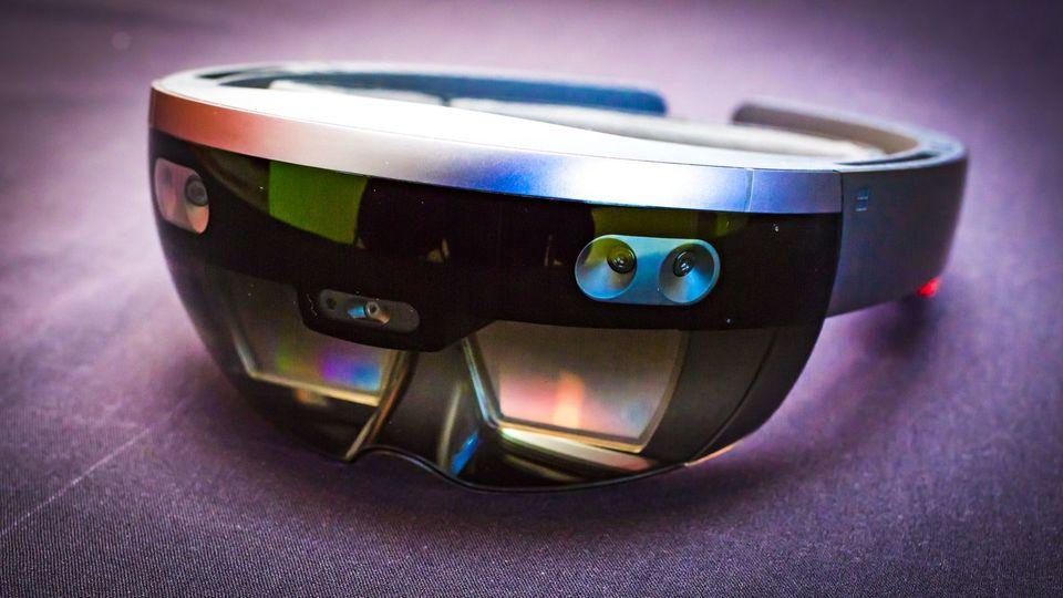 HoloLens 2要来了?微 软发送MWC 2019邀请函