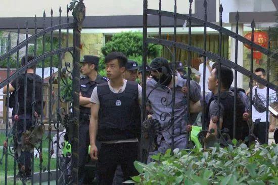 虞关荣涉黑案件背后查处了27名官员