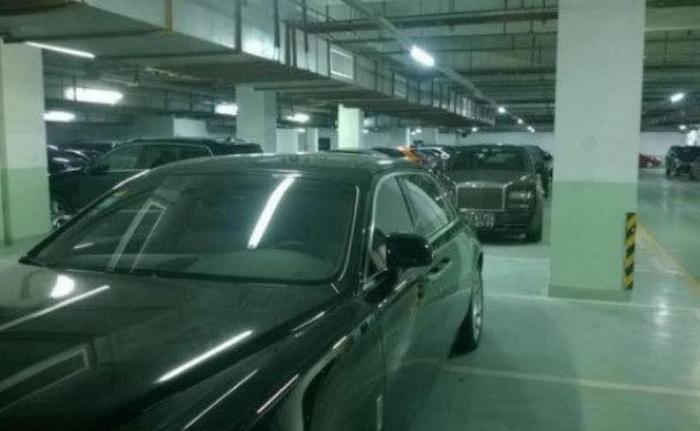3台豪车强占9个车位,落满灰尘都不开引业主共愤,保安:憋着!