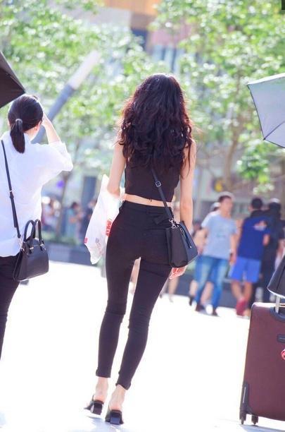 时尚又不失舒适的超短裙沙滩,美成性感风景线美女一道重彩4图片