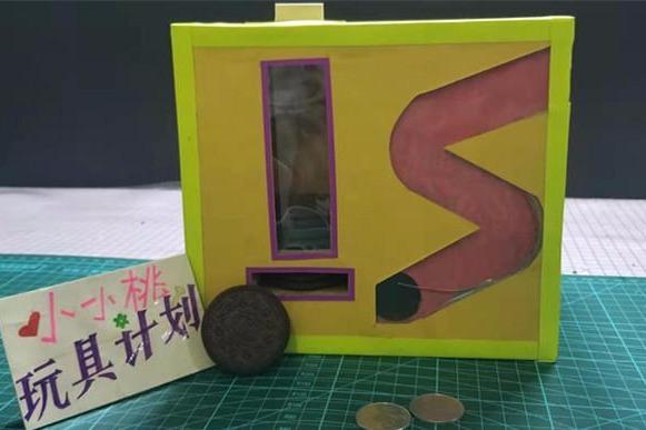 手工教程:纸板diy饼干贩卖机,投币自动出货,孩子很喜欢!