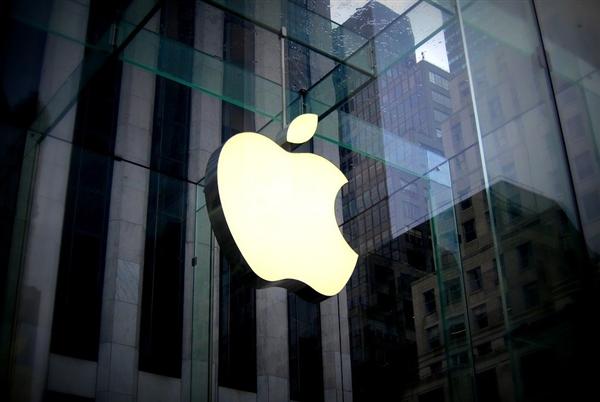 库克发推纪念乔布斯64岁诞辰:他会喜欢Apple