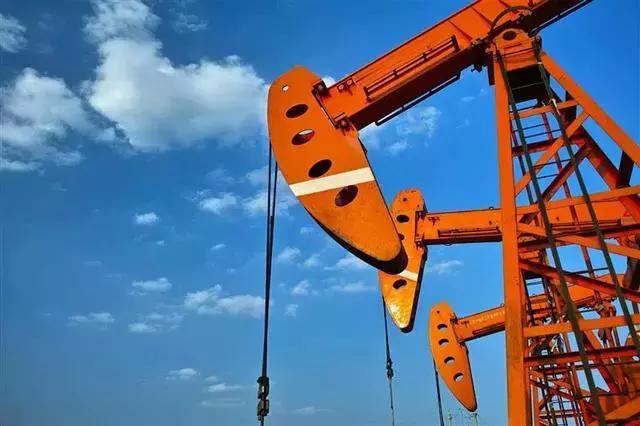 """国内油价或迎来""""四连涨""""?专家:民众放心,我国油价跌涨较平稳"""