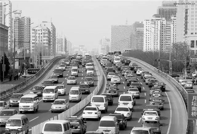 """缓解交通压力为何""""越限越堵""""?全面限外真能解决拥堵吗?"""