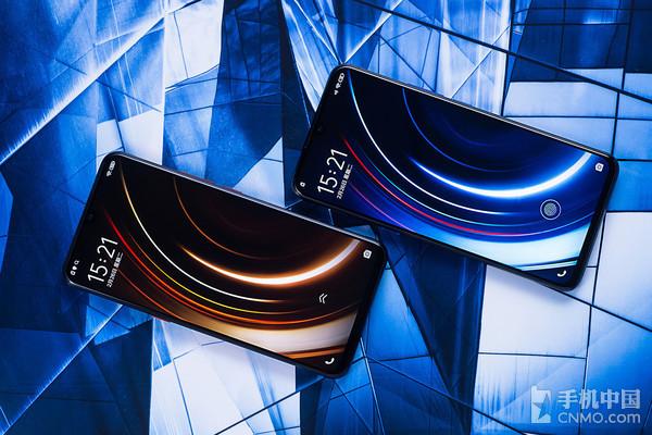 无论是边框还是下巴都很窄,配合圆润的边角设计,iqoo手机可以说是颜