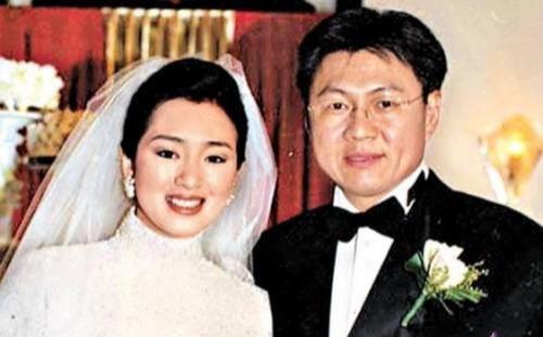 巩俐与71岁男友结婚,深扒巩俐不为人知的五段情