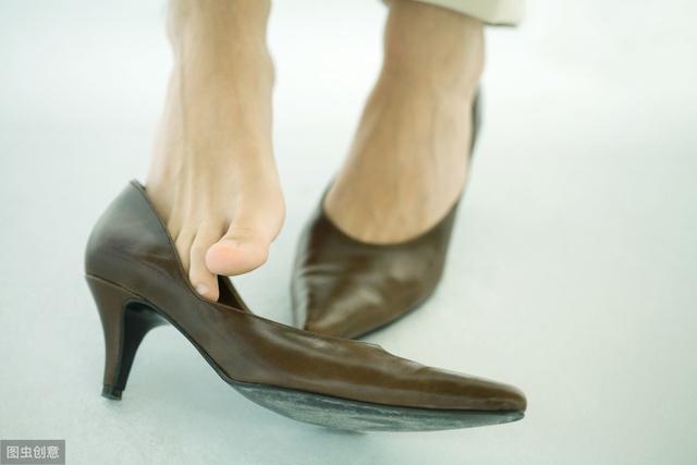"""脚气和灰指甲""""同。根,生"""",如何切确的预防与消,毒?"""
