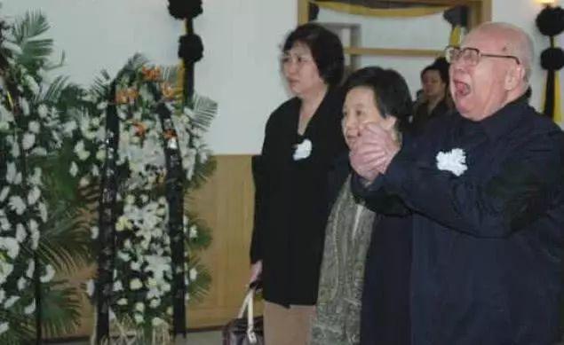王光美追悼会罕见照片,李敏,邵华,毛新宇等前来参加追悼会