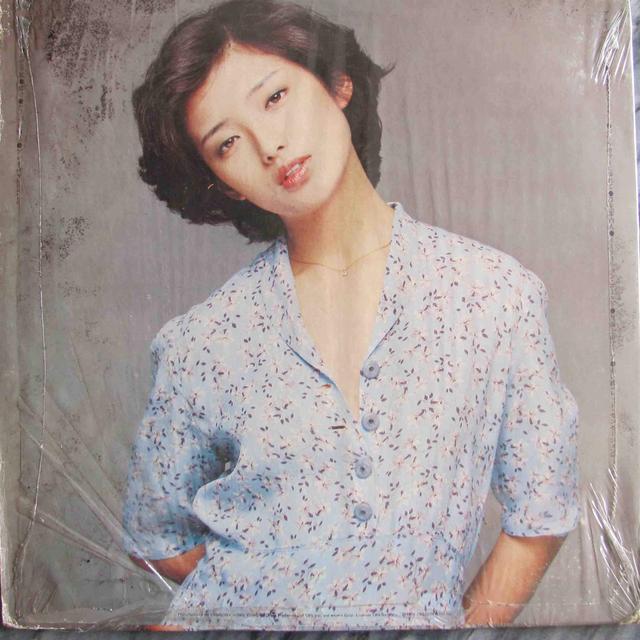 14岁风靡亚洲,21岁结婚隐退,为何她60岁变大妈还有这么多人爱?