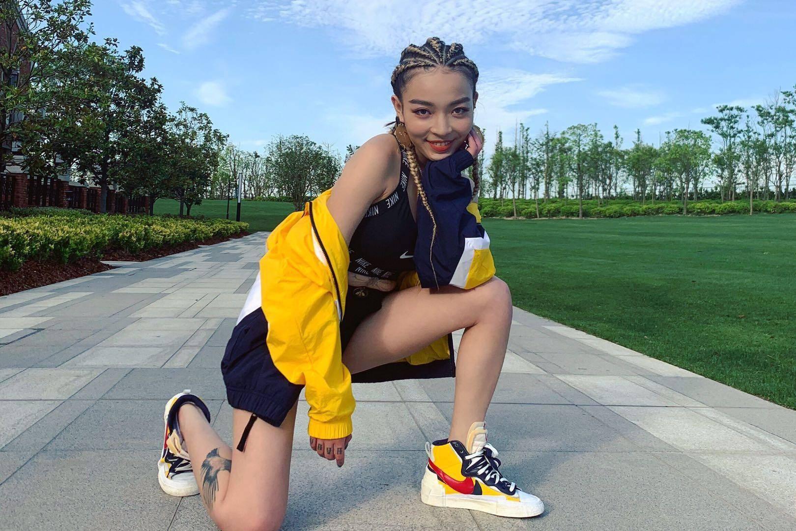 《新嘻哈歌曲》走出去的明星,欧阳靖协作刘德华,她却被剪去广角镜头