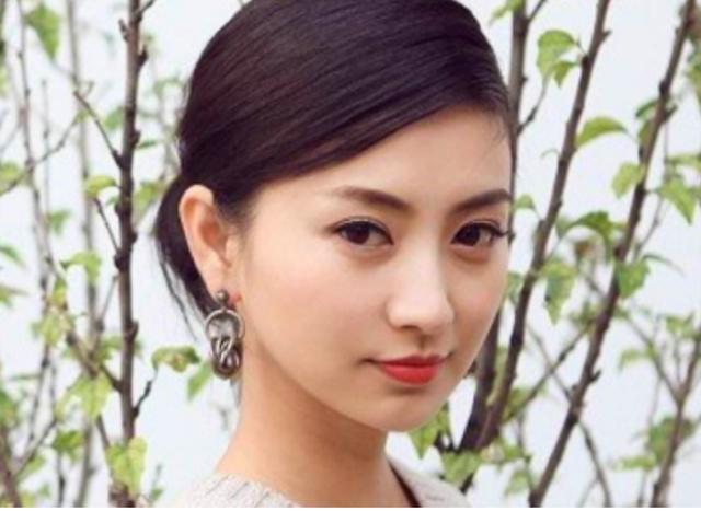 甄嬛传眉姐姐变眉阿姨!35岁斓曦发福,脸胖了一圈双下巴太明显