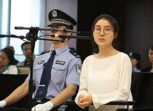 郭美美5年刑满释放,身形消瘦认不出,有车接送