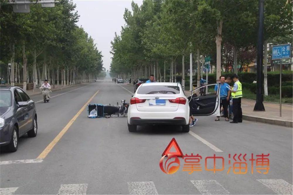 轿车急刹仍然撞倒一男子,淄博交警判男子全责