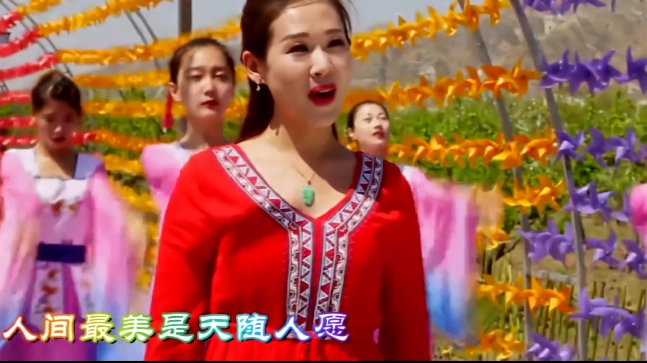 文松和老婆刘美钰首次同台表演《花好月圆》,现场撒