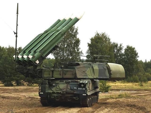 乌克兰测试防空 俄:客机小心,他们的导弹过期了!