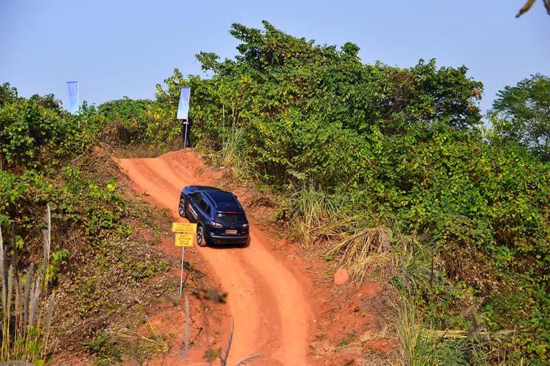 Jeep自由光 Trailhawk让小白秒变老司机