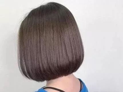 烫发多多少少对头发是有损害的,而不想打理那么复杂,又不想毁原本好