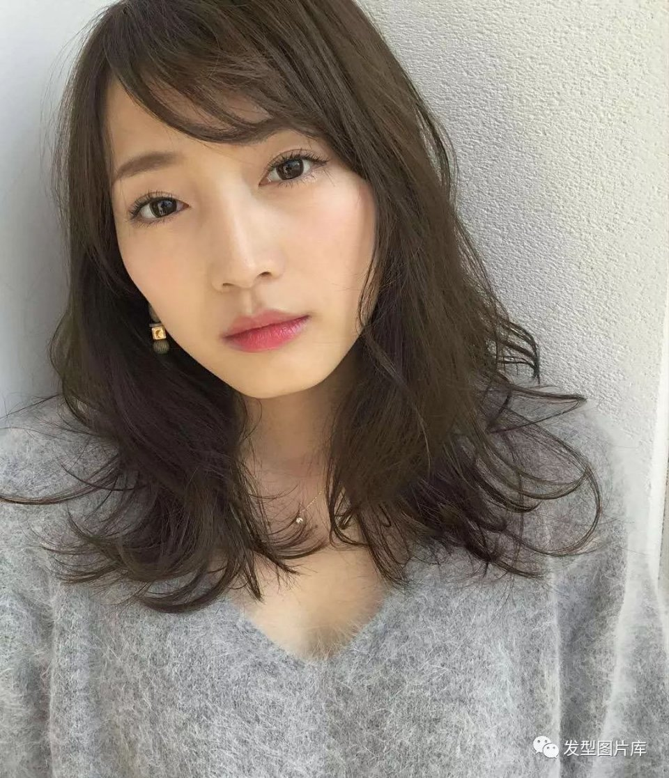 实拍:日本发型造型发的湿发长卷发型2岁女发廊扎发宝宝发型短发图片