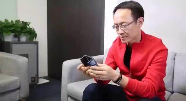 小米总裁林斌展示双折叠手机:或命名为小米M