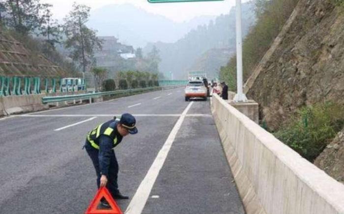 高速上换备胎被扣12分?老司机总结一套经验,照着做不扣分不罚款