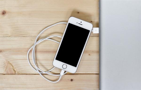 借iOS更新强制用户更换配件:苹果在美遭遇集体维权