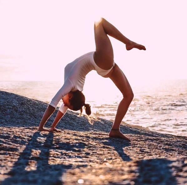 别傻了!卷腹根本不瘦腰,10分钟就能燃烧200大卡的维密瑜伽练起来!