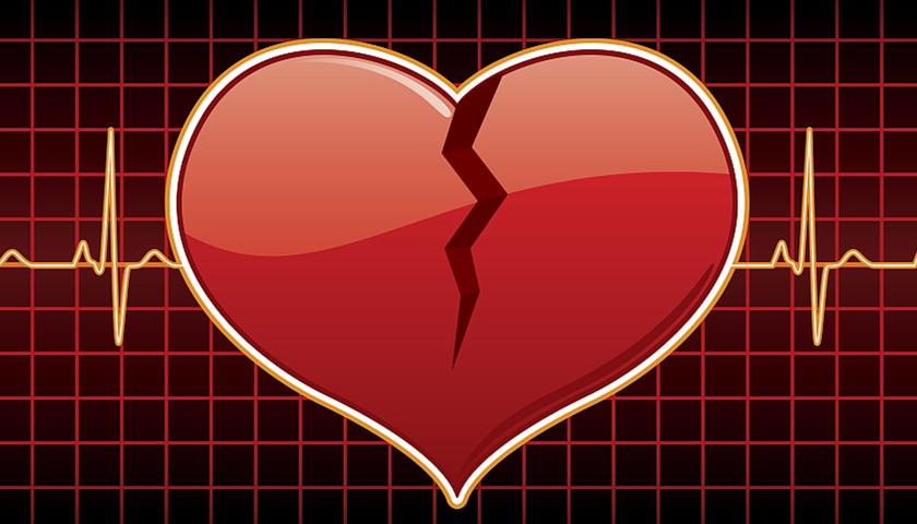 在苏黎世大学医院进行的这项最新研究中,坦普林和嘉德利等用功能性磁共振成像技术对15名心碎综合征患者的大脑进行了扫描,并将结果与39名健康人士的脑部扫描进行对比。 结果显示,心碎综合征患者大脑中控制情绪区域与控制自主身体反应(如心跳、呼吸)区域的交流比健康人弱。换句话说,巨大的压力可能导致大脑不同区域之间交流减少,从而导致心脏损伤。然而由于医生们无法在病人患上心碎综合征之前就对他们的大脑进行扫描,所以目前还不能轻易下定论。