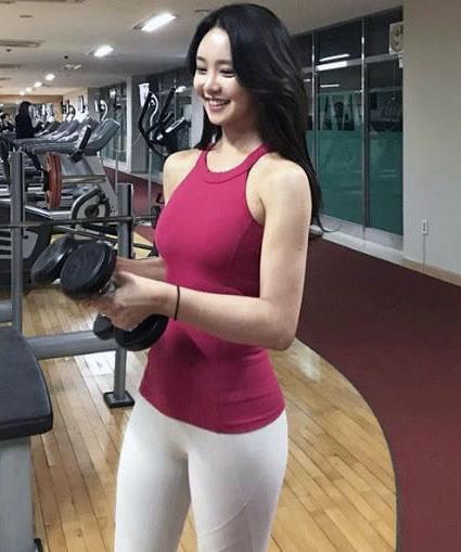 25岁空姐为了健康和保持身材一直坚持健身,有实力却很低调!