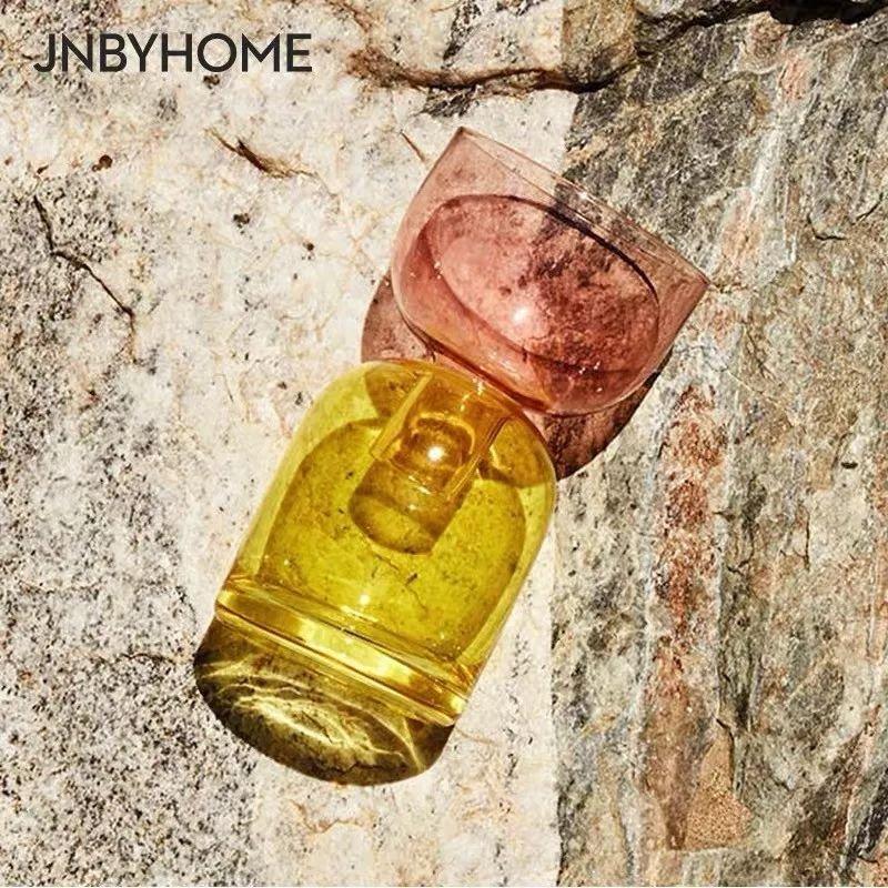 墨绿色的半透明玻璃瓶很有复古感,虽是出口国外的,但是性价比很高.图片